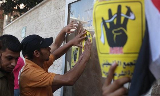 Islámský svět zná nový symbol. Používají jej egyptští stoupenci Muslimského...