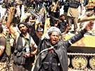 Syrští povstalci slaví vítězství v bojích o město Chanasír nedaleko Aleppa (27....