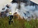 �vod prac�. S likvidac� ohn� hasi�i za�ali v �ter� odpoledne. (27.8.2013)