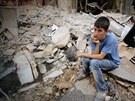 Děti a mladistvé nečeká v Sýrii žádná budoucnost, proto se snaží ze země...