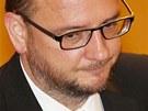 Expremiér Petr Nečas (ODS) přišel na jednání Poslanecké sněmovny s plnovousem.