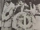 Ministr zemědělství Josef Lux dostal v roce 1994 dožínkový věnec.