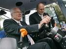 V roce 2008 si prezident V�clav Klaus vyzkou�el na mezin�rodn�m agrosalonu v...