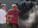 Policisté použili i slzný plyn. (24. srpna 2013)