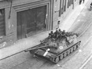 Okupace Brna 1968: Okupanti proj�d�j�c� ulicemi Brna