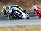 Valentino Rossi a Nicky Hayden při tréninku.