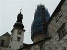Velká věž s lešením na zámku v Náchodě