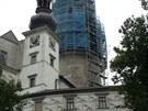Velká věž s lešenín na zámku v Náchodě