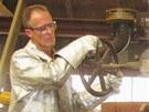 Odl�v�n� zvon� pro plze�skou katedr�lu svat�ho Bartolom�je v d�ln� Royal