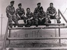 Holešovští vojáci z 1. roty na cvičišti v roce 1968.