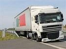 Kamion havaroval na R55 ve směru z Hulína na Otrokovice.