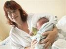 ��astn� maminka Kate�ina Tumov�, kter� ve Zl�n� v aut� porodila syna Adama.