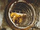 Historický snímek ze stavby odpadního tunelu přečerpávací vodní elektrárny