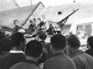 Kolona sovětských vojáků, která 25. srpna 1968 projížděla Prostějovem a večer