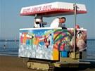 Pojízdný pásáček se zmrzlinou je pro děti obrovskou atrakcí. Prodává se...