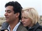 Naveen Andrews a Naomi Wattsová ve filmu Diana