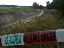 Policista únosce zastřelil v polích nedaleko přehrady u Jirkova.
