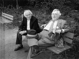 P�edloha k lavi�kov� so�e Josefa �kvoreck�ho. Spisovatel se setkal ve Var�av� s...