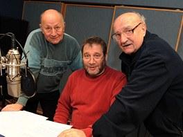 Herci Jiří Prager, Tomáš Töpfer a Josef Somr při práci na audioknize Panoptikum