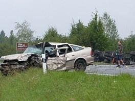 Nehoda osobního vozu a kamionu u Kunovic na silnici I/50.