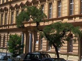 Střední průmyslová škola dopravní - budova v Moravské ulici na Vinohradech
