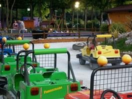 Elektrická autíčka v Juniorparku.