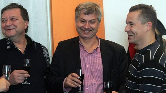 Úsměvům v ostravské ČSSD je konec. Primátor Ostravy Petr Kajnar (uprostřed) s