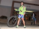 Zvláštní výprava cyklistů si v noci na čtvrtek připomněla poválečný pochod...