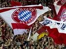Fanoušci Bayernu Mnichov v ochozech sstadionu v Edenu.