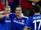 Strůjci prvního gólu Chelsea. Uprostřed střelec Fernando Torres, vlevi nahrávač...