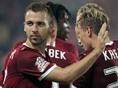 3:1, HU�BAUER PODRUH�. Spar�ansk� z�lo�n�k Josef Hu�bauer (vlevo) v 66. minut�...