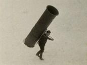 Robert Hofer, otec Helmuta, vynesl na Sněžku ocelovou rouru vážící přes 160...