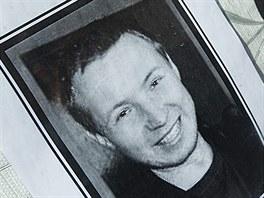Učitel Milan Vohralík má pomníček u Základní školy Úprkova v Hradci Králové.