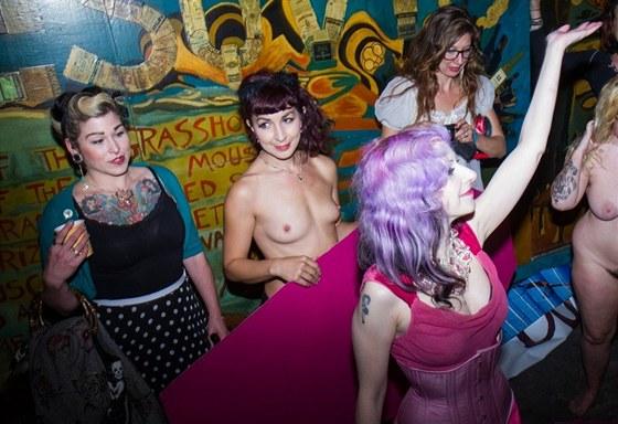 Práce v sexuálním průmyslu může být i volbou, nejen údělem obětí, které nemají