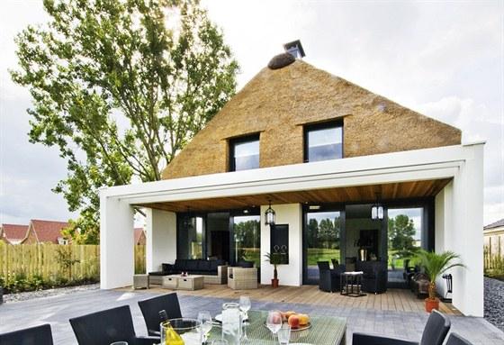 Doškové střechy se vyměňují v závislosti na tom, jak jsou kvalitní. Obvykle je...