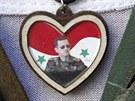 Damašek. Syrský voják s přívěškem s podobiznou Bašára Asada (8. září 2013)