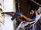 Bojovník Syrské svobodné armády v Aleppu (8. září 2013)