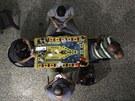 Aleppo. Bojovníci Syrské svobodné armády si krátí čas mezi boji hrou v karty (8. září 2013)