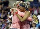 �esk� tenistky Andrea Hlav��kov� a Lucie Hradeck� ovl�dly �ty�hru na US Open.