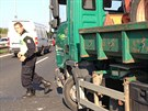 Nehoda lexusu a nákladního auta na Jižní spojce.