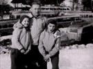 Ján Bugel s dětmi v 60. letech.