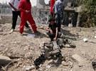 Syřané zkoumají zbytky ze sestřeleného letounu armády Bašára Asada (2. září)