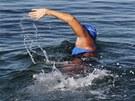 Diana Nyadová se znovu pokouší přeplavat Floridský průliv. Na snímku je v