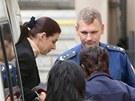 Policejní eskorta přiváží ke Krajskému soudu v Praze Kateřinu Pancovou. (3.