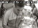 Policie žádá veřejnost o pomoc při pátrání. Kamera zachytila muže, který...