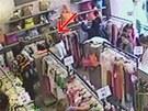Kapsářky se snaží kriminalistce ukrást peněženku.