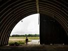 Několik hangárů na milovickém letišti již nemá vrata. Podle firmy Mladá RP,...
