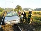 Auto se u Třebechovic pod Orebem na Hradecku převrátilo přes střechu a skončilo...