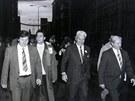 Tomáš Baťa ml. se v roce 1989 po mnoha letech prošel zlínskou továrnou.