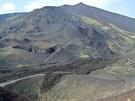 Jižní svahy Etny s lávovými proudy a postranními krátery